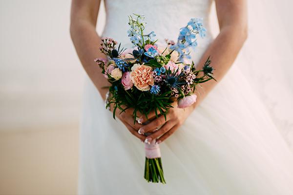 Blauw roze bruidsboeket