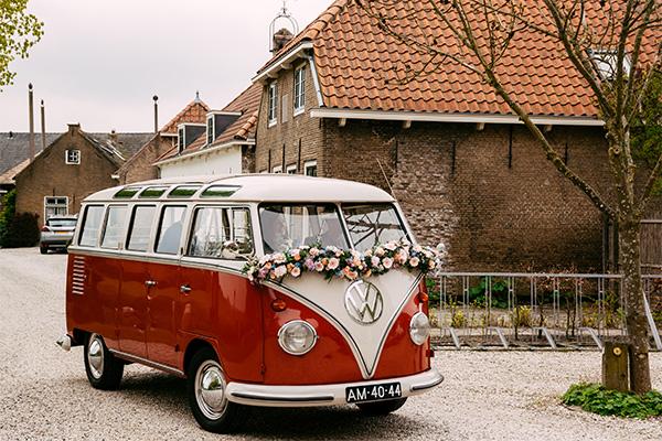bruidsbloemen auto