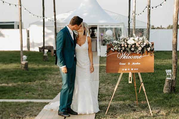 buiten bloemen trouwen