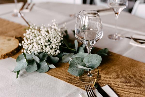 trouwen tafel bloemen